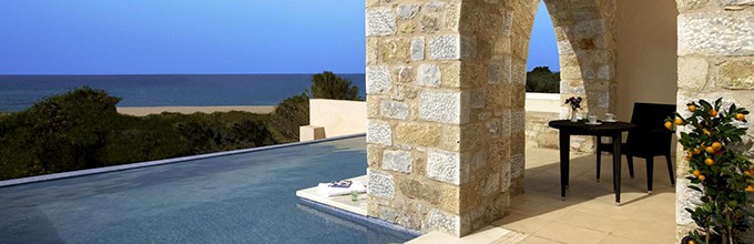 infinity pool costa navarino